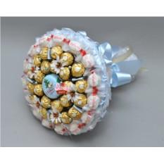 Букет из конфет 12 месяцев