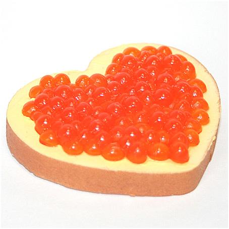 Магнит «Бутерброд сердечко с красной икрой»`