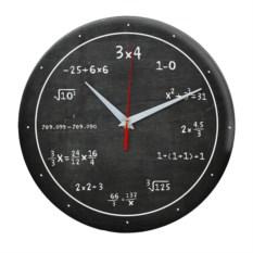 Настенные часы с цифрами и формулами