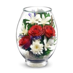 Красивая композиция из роз и орхидей