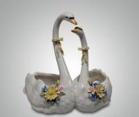 Фарфоровая статуэтка ''Пара лебедей''
