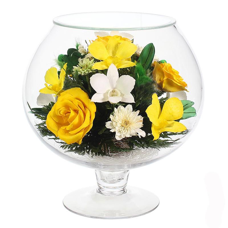 Композиция из натуральных орхидей и роз