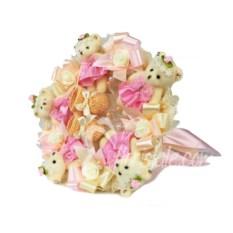 Розово-персиковый букет на выписку девочки с пинетками