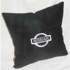 Черная подушка с белой вышивкой Nissan