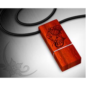 USB-флешка из красного дерева