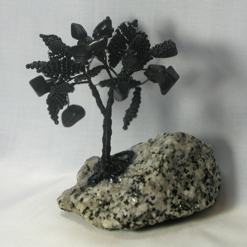 Дерево счастья из черного агата на граните