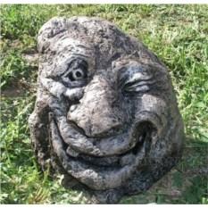 Декоративный камень-рожица (с зубами)