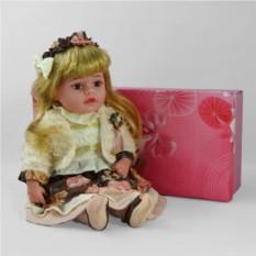 Декоративня виниловая кукла со светлыми волосами