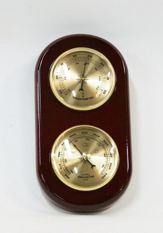 Метеостанция: раздельные барометр и термометр, высота: 20 см.