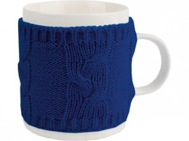 Белая кружка на 350 мл в теплом вязаном свитере
