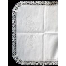 Белая льняная салфетка с кружевом и кружевной отделкой