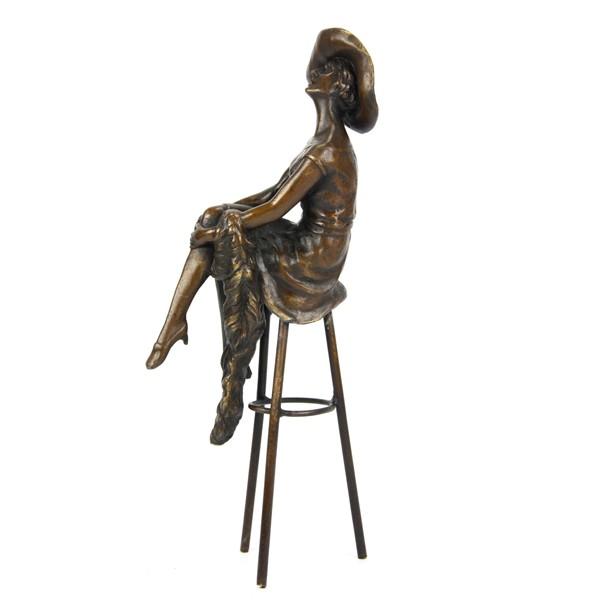 Бронзовая статуэтка Аристократка на стуле