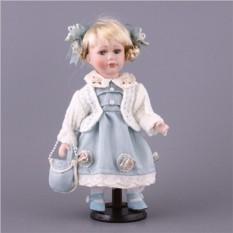 Фарфоровая кукла с мягконабивным туловищем в голубом платье