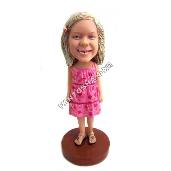 Фигурка Девочка в розовом платье