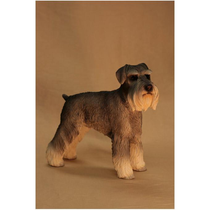 Скульптура собаки порода «Ризен-шнауцер»