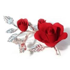 Малая красная роза из фарфора с бутонами