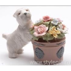 Фарфоровая фигурка Терьер у кашпо с цветами