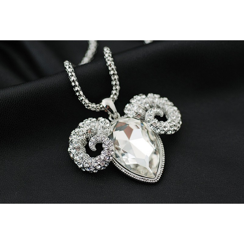 Кулон с белым австрийским кристаллом С характером