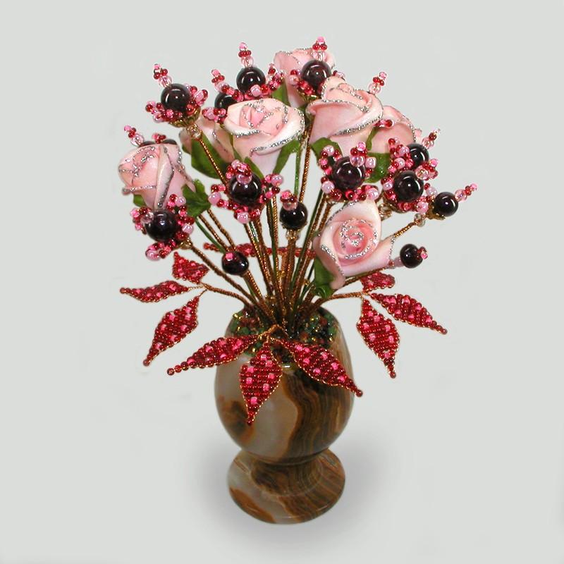 Цветы из граната и бисера Счастливая любовь
