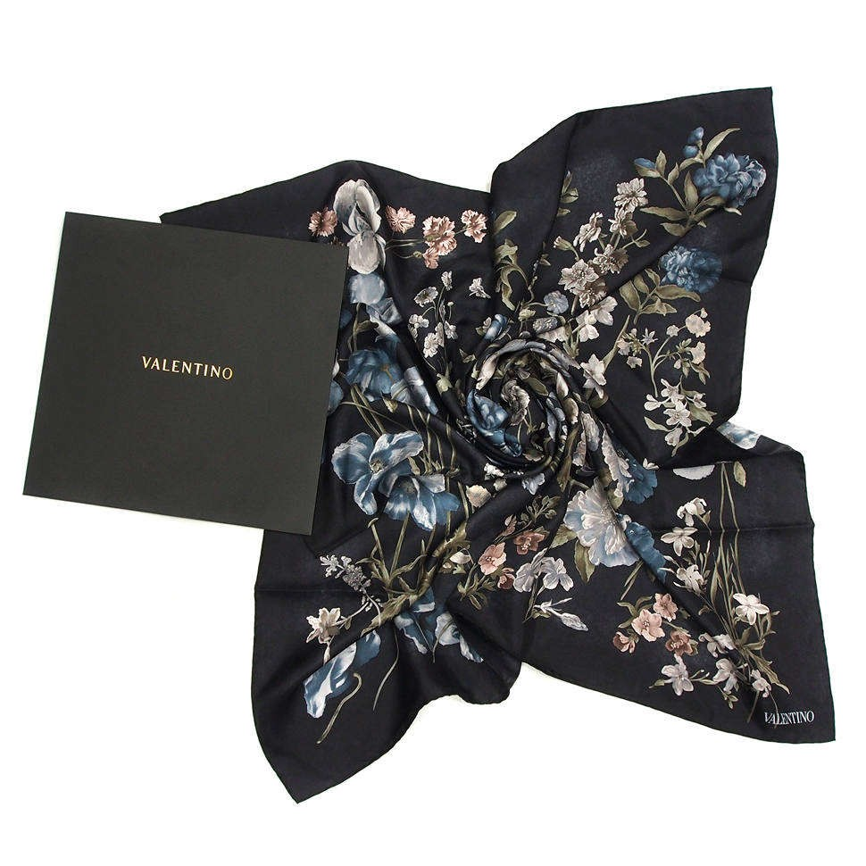 Модный женский платок с цветами Valentino