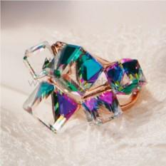 Кольцо с зелеными кристаллами Сваровски Миражи