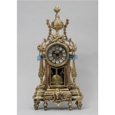 Золотистые часы из бронзы с маятником