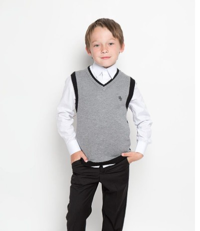 Серый вязаный жилет для мальчика Button Blue