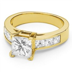 Кольцо из желтого золота с квадратным камнем