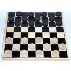 Деревянные шашки в доске