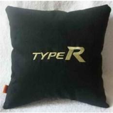 Черная с золотистой вышивкой подушка Honda Typer