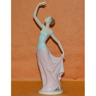 Статуэтка «Изящный танец»