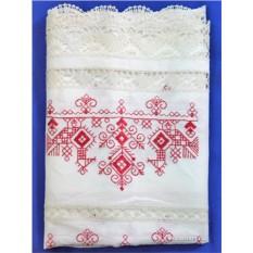 Белое льняное полотенце с вышивкой