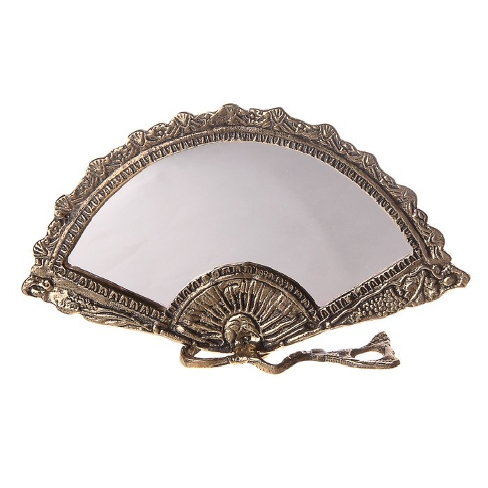 Настольное зеркало на подставке в виде веера
