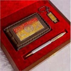 Набор «Кожаная визитница, ручка и флешка»