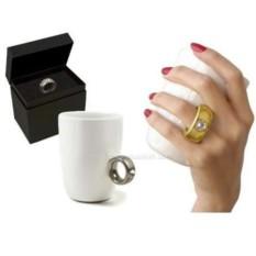 Кружка с бриллиантовым кольцом