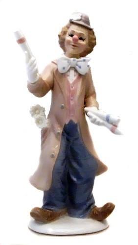 Фарфоровая статуэтка Клоун – фокусник, 26 см