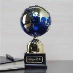 Награда для учителя Земной шар с гравировкой