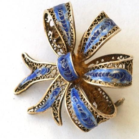 Серебряная брошь «Золотой бант с синей эмалью»