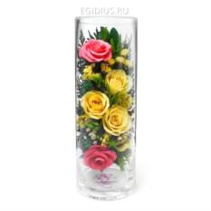 Композиция из роз и орхидей в подарочной упаковке