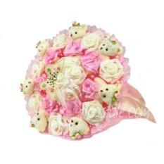 Розовый букет с мягкими игрушками мишками и розами