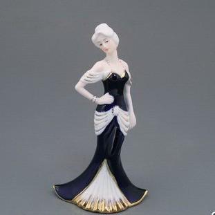 Статуэтка «Девушка в вечернем платье»