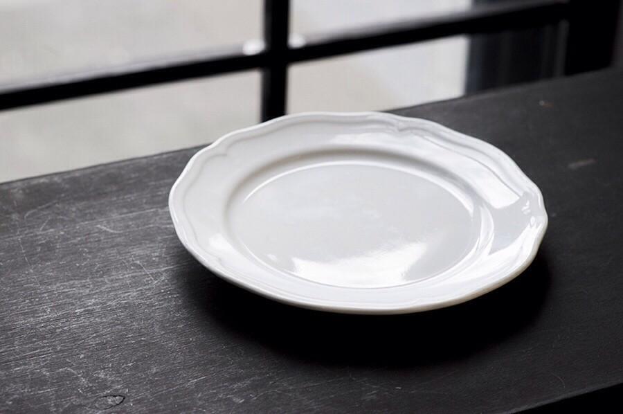 Белая тарелка в аренду