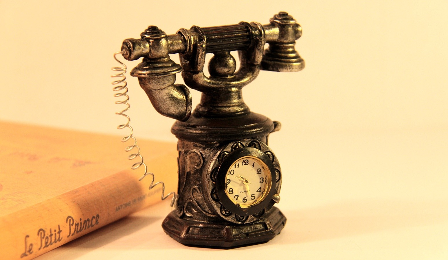 Миниатюрные часы Телефон