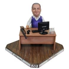 Мини-рабочий кабинет по фото За столом