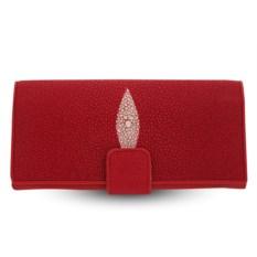 Красное женское портмоне из кожи ската на хлястике
