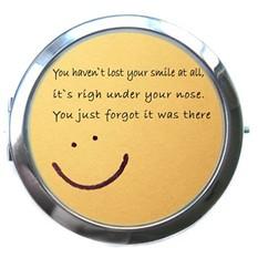 Интернет-магазины, где купить Карманное зеркало Smile.  Карманное зеркальце - необычный и очень приятный подарок...