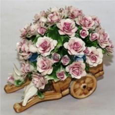 Розовые цветы из фарфора Любовь и голуби