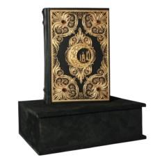 Книга Коран с филигранью и гранатами
