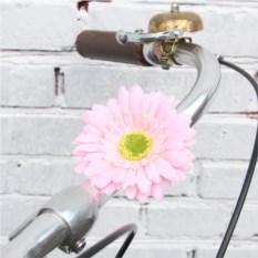 Декоративные цветы на руль розового цвета