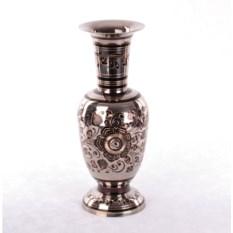 Латунная ваза с цветочным орнаментом